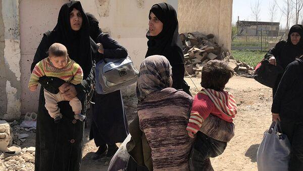 Civiles abandonando Guta Oriental, Siria - Sputnik Mundo