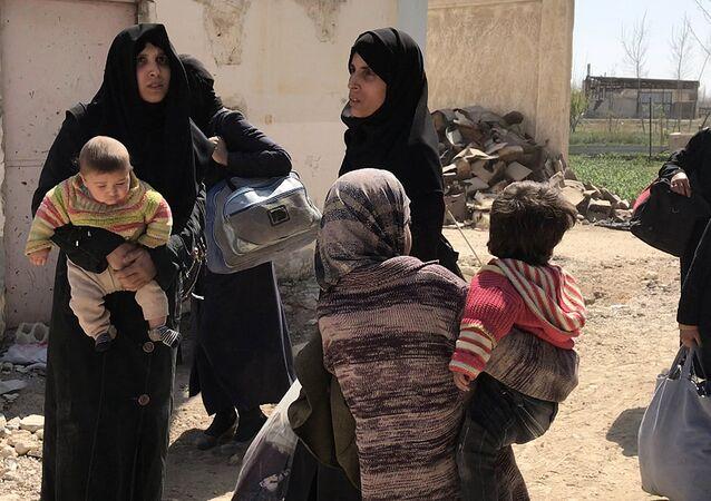 Civiles abandonando Guta Oriental, Siria
