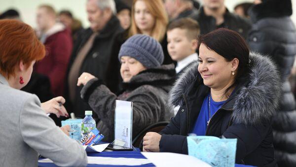 Un colegio electoral en Moscú - Sputnik Mundo