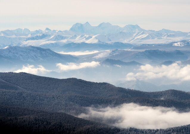 El monte Beluja en la república de Altái