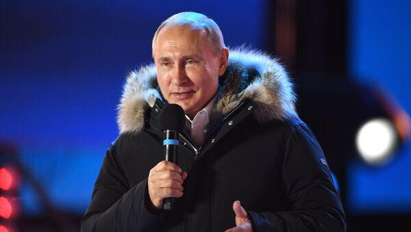 Президент РФ В. Путин поVladímir Putin, presidente de Rusiaсетил митинг-концерт в Москве, посвященный годовщине воссоединения Крыма с Россией - Sputnik Mundo