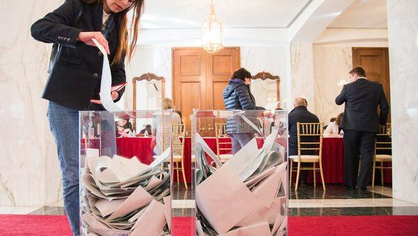 Votación en las elecciones presidenciales rusas en Washington, EEUU - Sputnik Mundo
