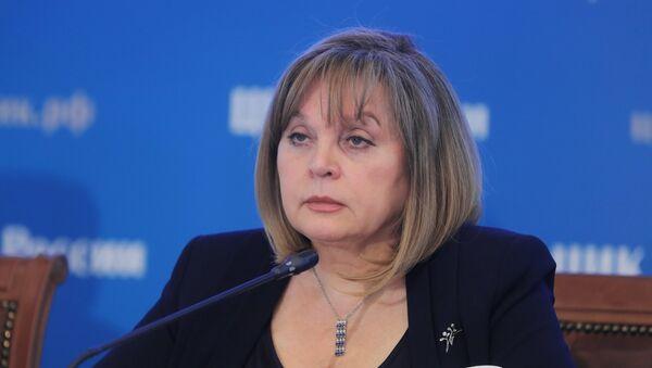 La jefa de la CEC rusa, Ela Pamfílova, durante la jornada electoral - Sputnik Mundo