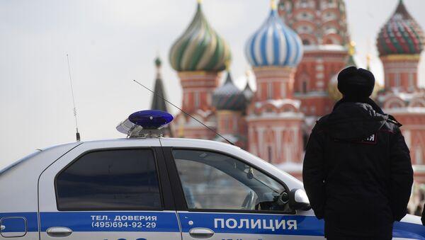 Un policía ruso en la Plaza Roja en Moscú - Sputnik Mundo