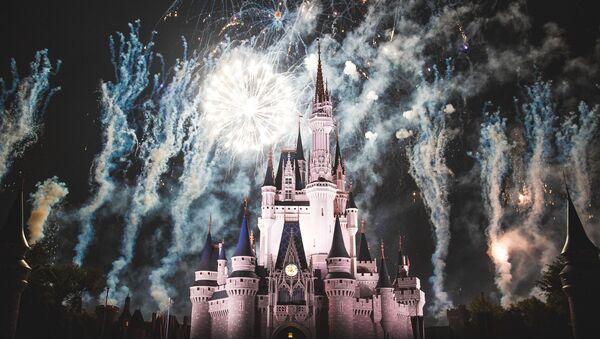 El castillo en el parque temático de Disney - Sputnik Mundo