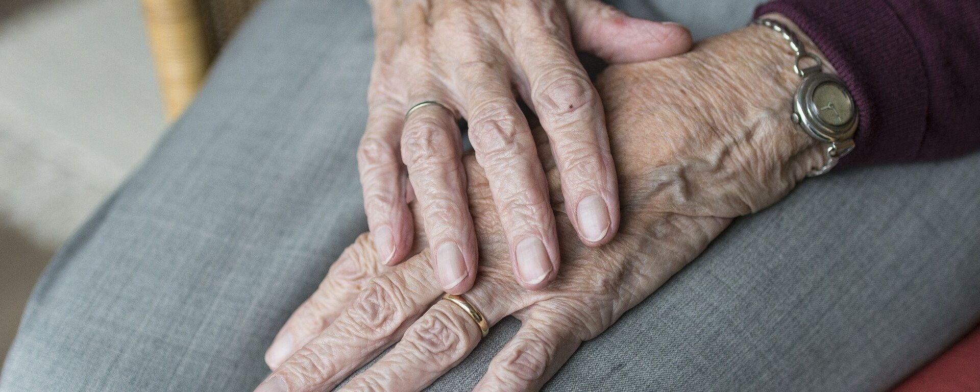 Las manos de una anciana (imagen referencial) - Sputnik Mundo, 1920, 18.07.2018