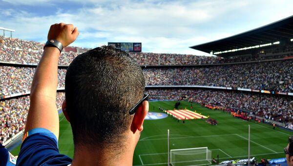 Hinchas en un juego de fútbol (imagen referencial) - Sputnik Mundo