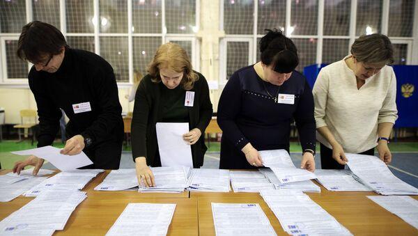 El recuento de votos en las elecciones presidenciales de Rusia - Sputnik Mundo