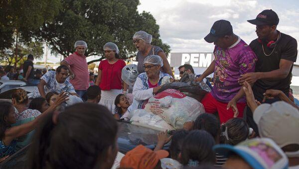 Refugiados venezolanos reciben ropa, Brasil - Sputnik Mundo