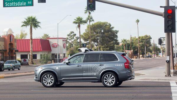 Un vehículo autónomo Volvo de la empresa Uber - Sputnik Mundo