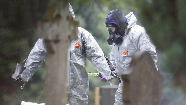 Un equipo de militares británicos investigan el caso de intoxicación de Skripal y su hija - Sputnik Mundo