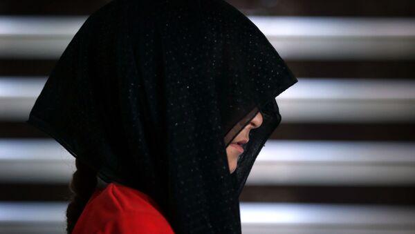 Una joven yazidí (imagen referencial) - Sputnik Mundo