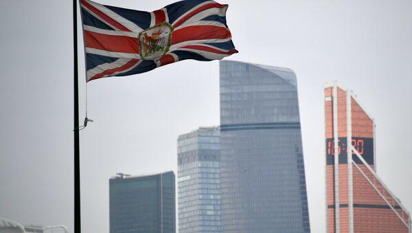La bandera del Reino Unido en la embajada británica en Moscú - Sputnik Mundo