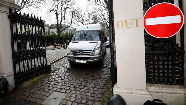 Los diplomáticos rusos abandonan el Reino Unido - Sputnik Mundo