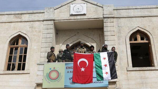 Tropas turcas y sus aliados del opositor Ejército Libre Sirio en la ciudad de Afrín - Sputnik Mundo