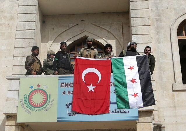 Tropas turcas y sus aliados del opositor Ejército Libre Sirio en la ciudad de Afrín (archivo)