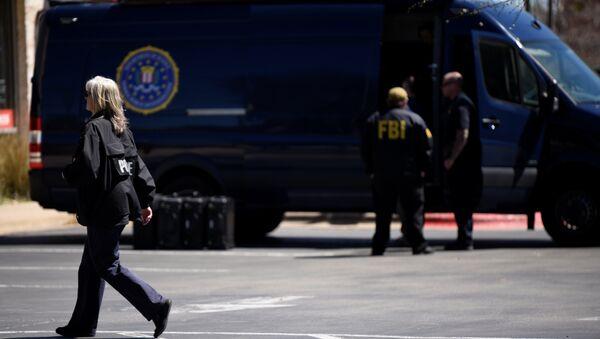 Agentes del FBI en el lugar de las explosiones en Austin, EEUU - Sputnik Mundo