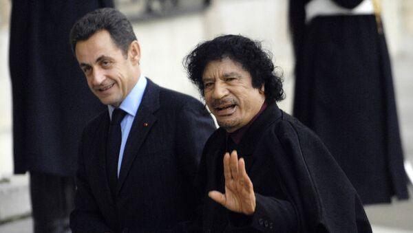 El expresidente de Francia Nicolas Sarkozy y ex líder de Libia Muammar Gadafi (Archivo) - Sputnik Mundo