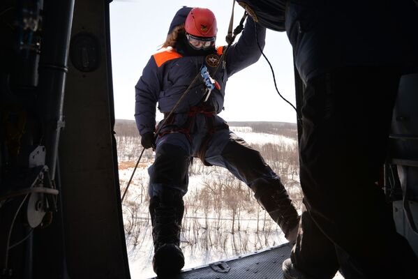 Así se preparan los paracaidistas del Ministerio de Emergencias de Rusia - Sputnik Mundo