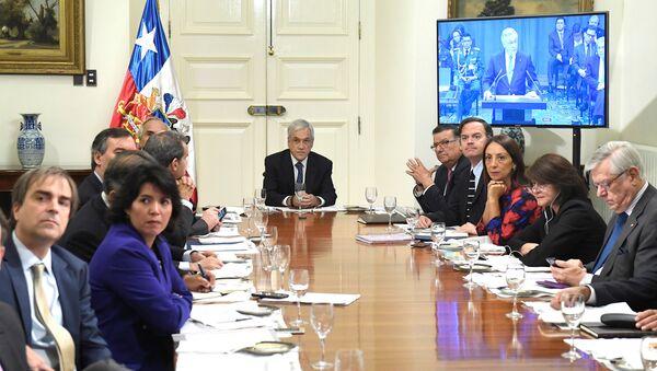 Sebastian Piñera, el presidente de Chile ve la transmisión en vivo desde el Corte Internacional de la Justicia - Sputnik Mundo