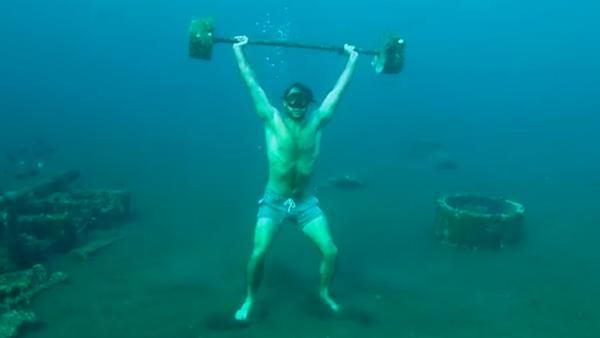 El mayor 'gimnasio con piscina' o cómo levantar pesas en el mar - Sputnik Mundo