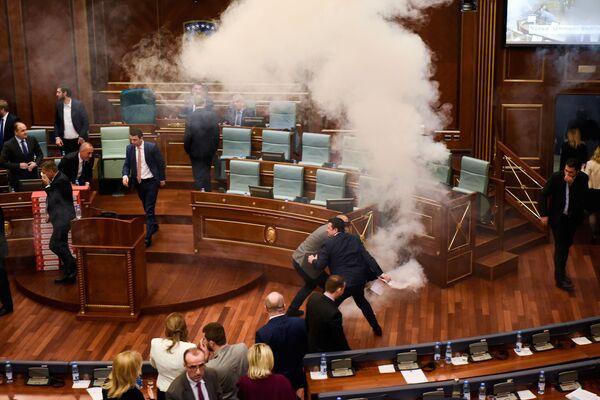 Cohetes, elecciones, gases lacrimógenos y glamur: las fotos más memorables de la semana - Sputnik Mundo