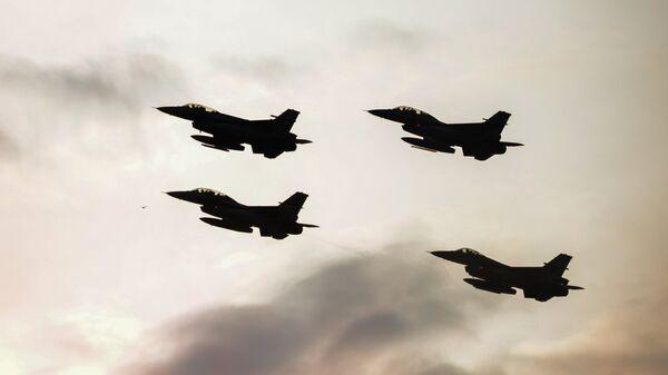 Aviones F-16 de la OTAN - Sputnik Mundo