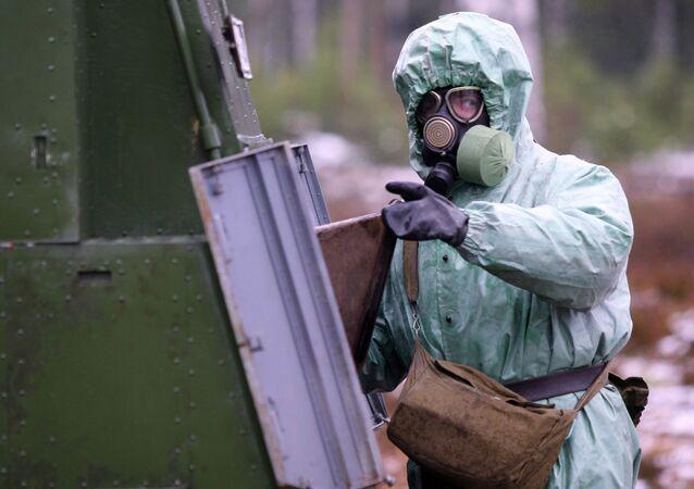 Un militar ruso de las Tropas de protección radiológica, química y biológica