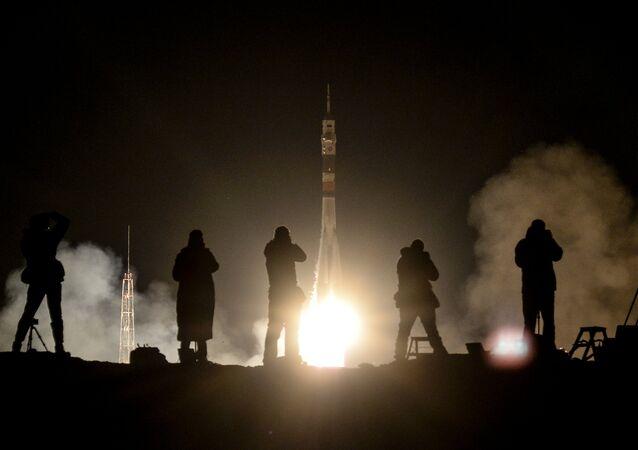 El lanzamiento del cohete Soyuz-FG con la nave espacial Soyuz MC-08 hacia la Estación Espacial Internacional el 21 de marzo de 2018