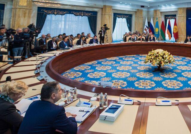 Una reunión de la UEE (archivo)