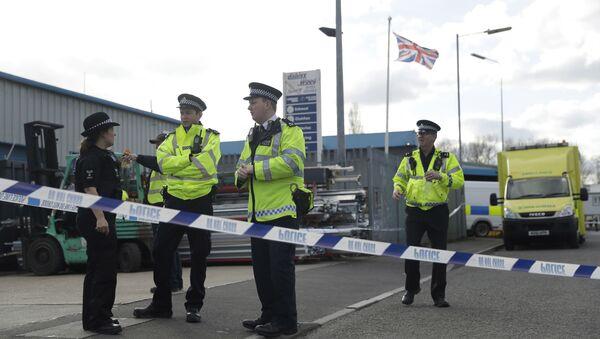 Policías británicos en Salisbury, Inglaterra - Sputnik Mundo