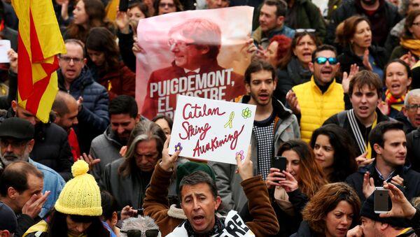 Los catalanes protestan tras la detención de Puigdemont - Sputnik Mundo