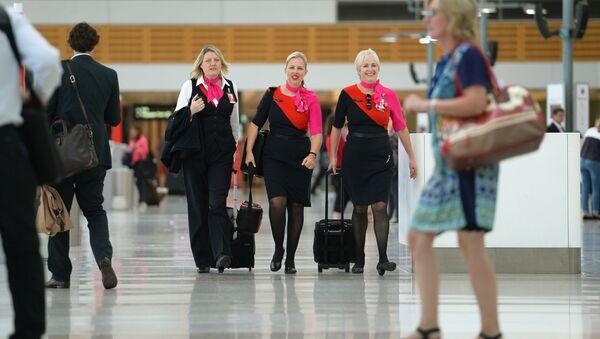 Azafatas de la compañía aérea Qantas - Sputnik Mundo