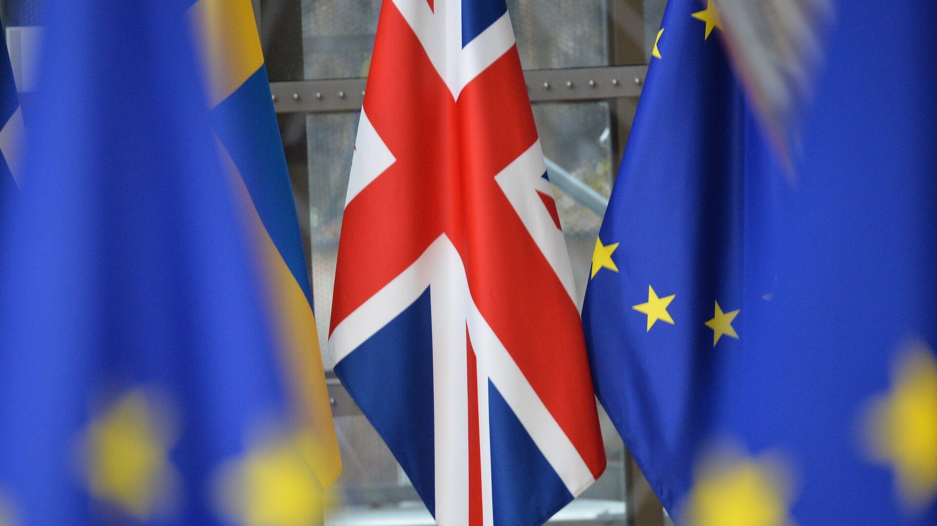 Banderas del Reino Unido y la UE - Sputnik Mundo, 1920, 28.04.2021