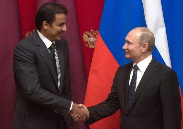 El emir de Catar, Tamim bin Hamad Thani, y el presidente ruso, Vladímir Putin (archivo)