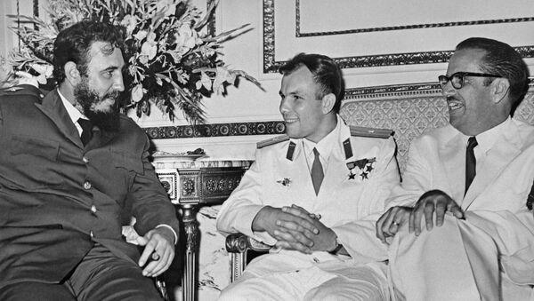 Reunión entre Fidel castro y Yuri Gagarin en La Habana - Sputnik Mundo