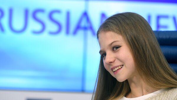 La campeona mundial juvenil, Alexandra Trúsova, en una conferencia de prensa - Sputnik Mundo