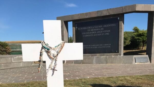 La tumba del soldado argentino caído en Malvinas Eleodoro Monzón, en el Cementerio de Darwin - Sputnik Mundo
