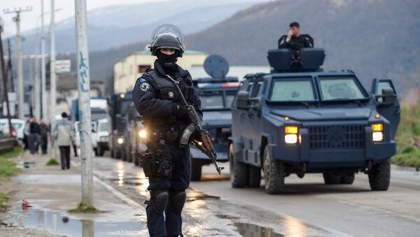 Operacion de la Policia de Kosovo en la ciudad de Mitrovica - Sputnik Mundo