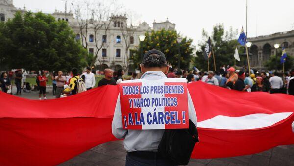 Manifestación a favor de la dimisión de Pedro Pablo Kuczynski, expresidente de Perú - Sputnik Mundo