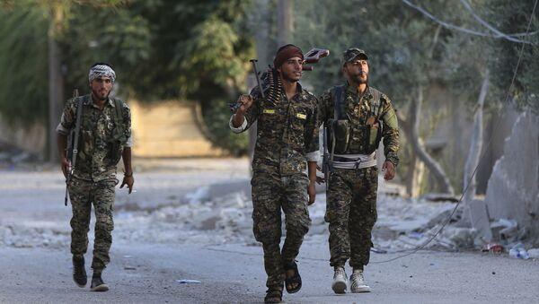 Combatientes de las Fuerzas Democráticas Sirias en Al Raqa - Sputnik Mundo