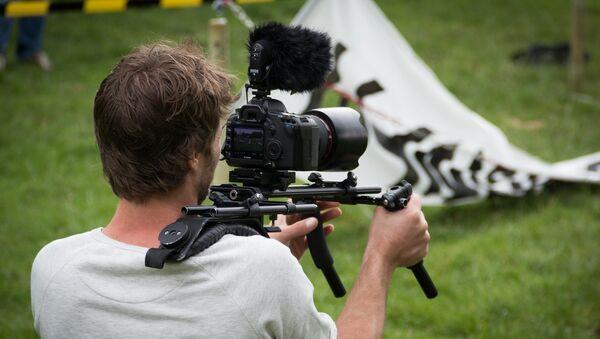 Un camarógrafo (imagen referencial) - Sputnik Mundo