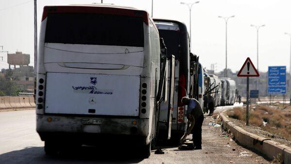Evacuación en la ciudad siria de Duma - Sputnik Mundo
