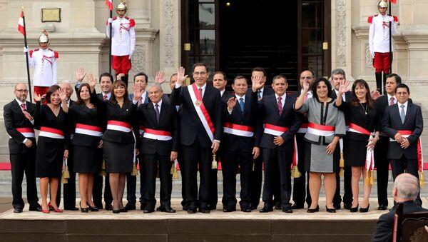 El presidente de Perú, Martín Vizcarra, y su nuevo gabinete - Sputnik Mundo