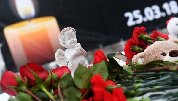 Акции в память о погибших при пожаре в ТЦ Зимняя вишня - Sputnik Mundo
