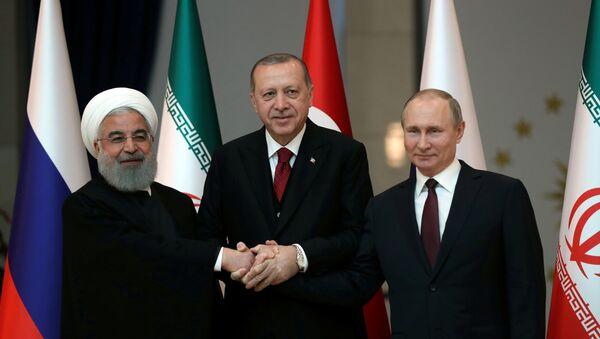 Los presidentes de Irán, Turquía y Rusia, Hasán Rohaní, Recep Tayyip Erdogan y Vladímir Putin - Sputnik Mundo