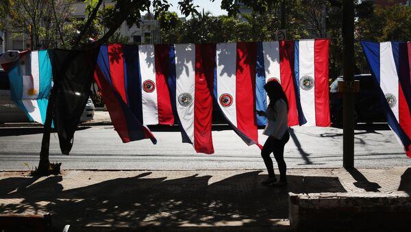 Banderas de Paraguay en Asunción - Sputnik Mundo
