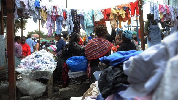 Un mercado de ropa de segunda mano en Nairobi - Sputnik Mundo
