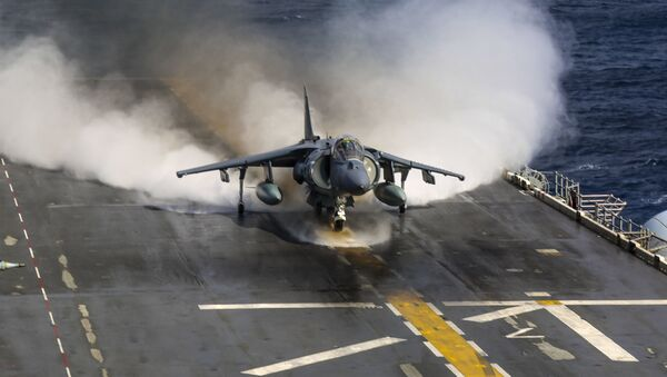 Un caza Harrier AV-8B de la Marina de EEUU - Sputnik Mundo