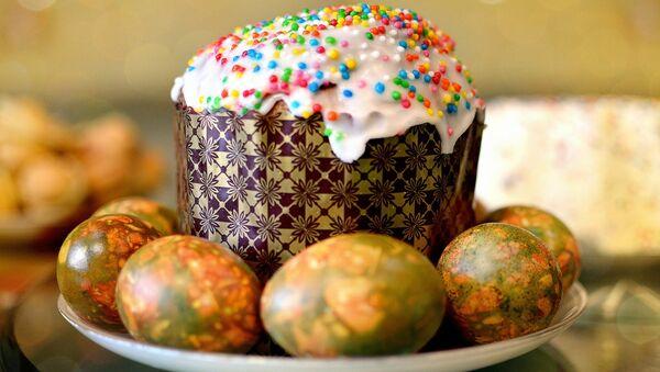 El Kulitsch, una torta de pan de Pascua rusa, y huevos pintados - Sputnik Mundo
